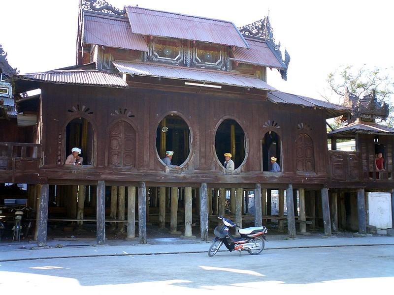 Myanmar, Pindaya Caves and Inle Lake 2004